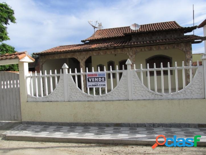 Residência em condomínio fechado com excelente localização
