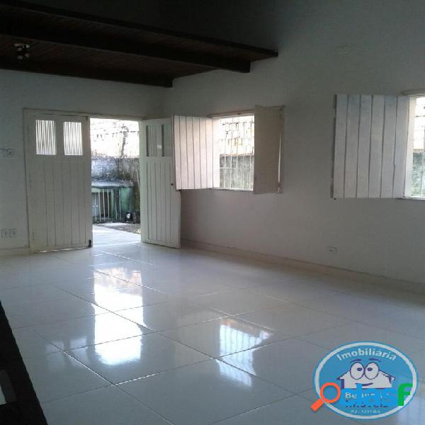 Locação de casa térrea com 03 dormitórios r$1.350,00
