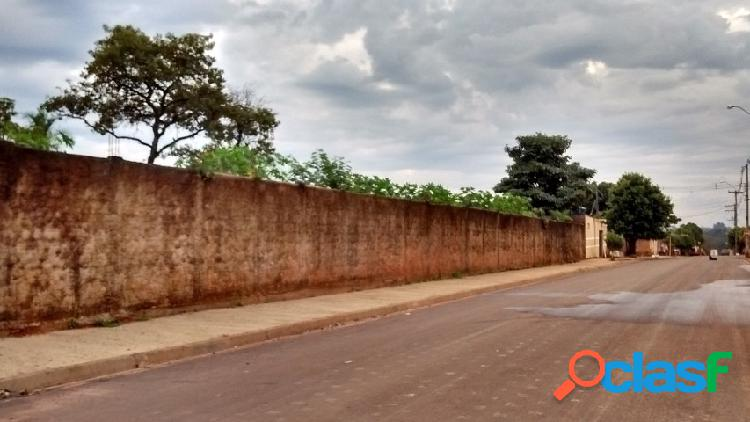 Terreno plano no asfalto no bairro dos tangarás