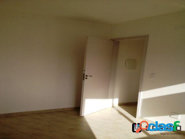 Apartamento com 2 dormitórios / 1 vaga de garagem
