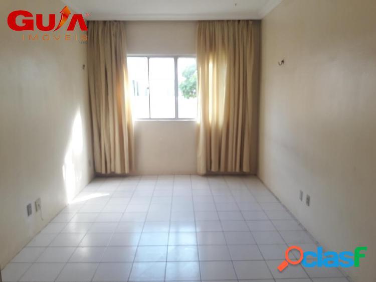 Apartamento de dois quartos para locação no passaré