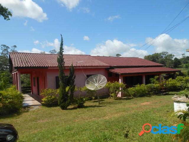 Sítio com 10 hectares, casa principal, casa caseiro, açude, águas claras