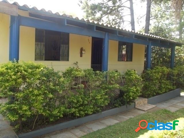 Sitio com duas casas, lindo bosque, em condomínio fechado, águas claras