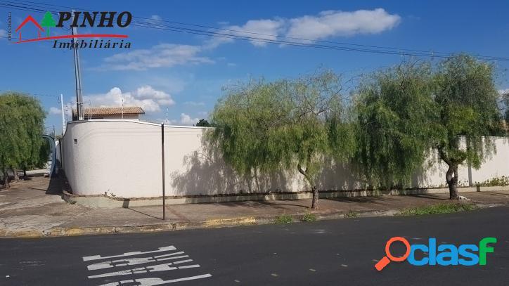 Vende-se excelente terreno de esquina no bairro Vila Rica em 1