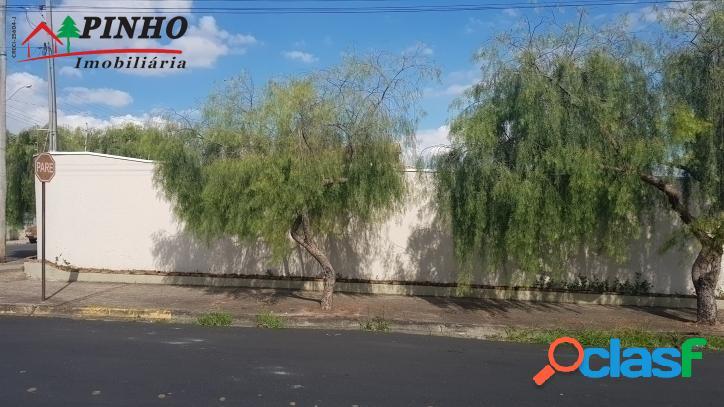 Vende-se excelente terreno de esquina no bairro Vila Rica em 3