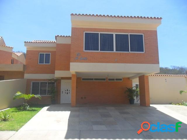 Bella casa en lomas del country guataparo