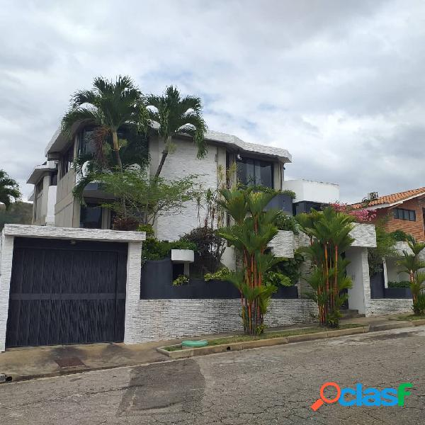 En venta linda casa en altos de guataparo 450m2
