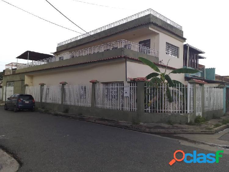 Ideal para residencias, consultorios, casa en la urb. michelena, 205 m2