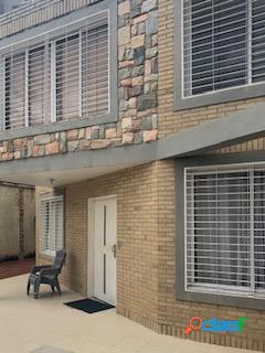 Hermosa casa en las chimeneas calle cerrada 360m2 120.000$