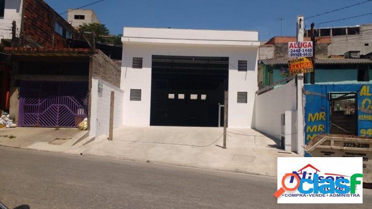 Salão comercial com 350 m² e 05 vagas de garagem