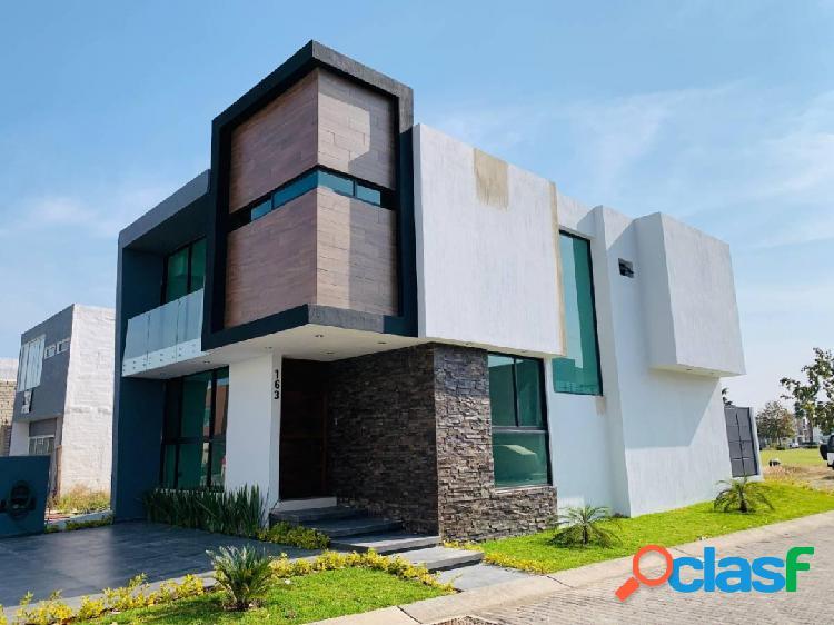 Casa nueva de lujo en esq. ubicada en condominio el bastión, fracc. casa
