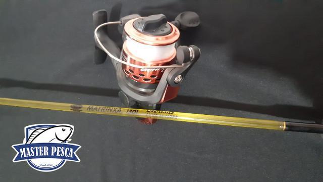 Kit molinete + vara + acessórios para pescar