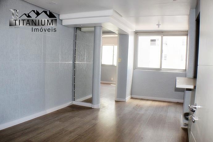 Apartamento 1 dormitório, sala de estar/jantar com sacada