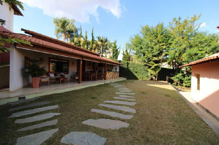 Casa vila castela com 4 quartos, 1 suíte, rua tranquila,