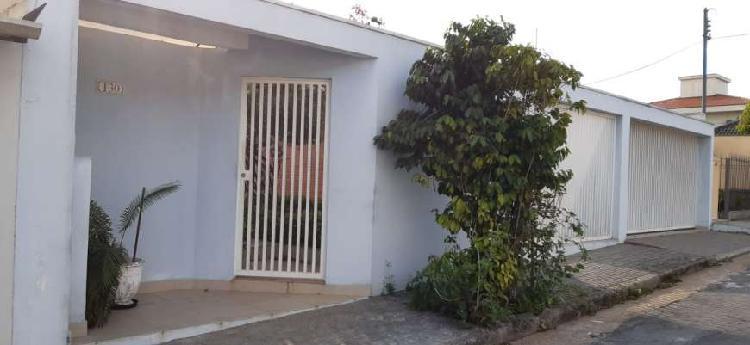 Linda casa terrea com 315 n² de área, 3 quartos com