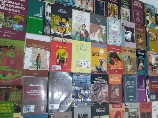 De r$ 3,00 à r$ 5,00 reais cada livro de literatura, ou o