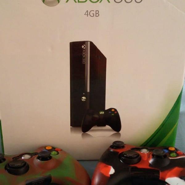 Xbox 360 4gb semi novo
