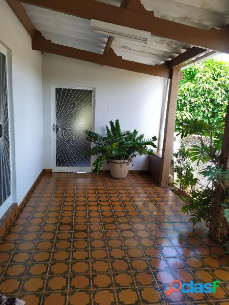 Casa 4 Quartos, 01 Suite, 416m2 de Area, Local Privilegiado!!! Facilito PG 2