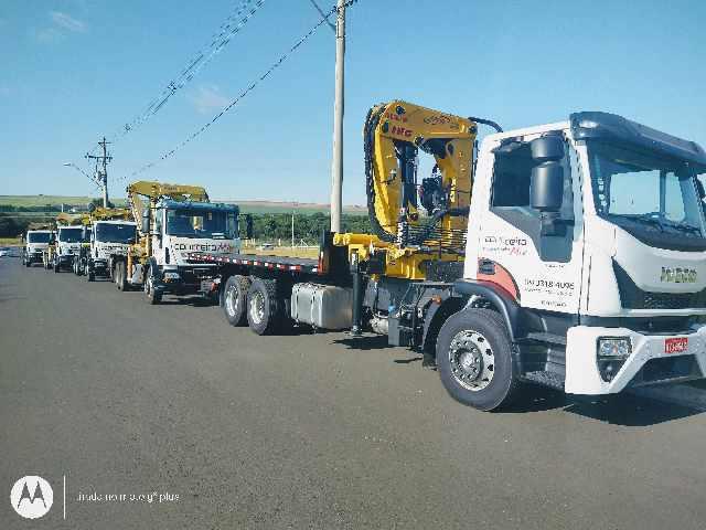 Locação de caminhões guindastes