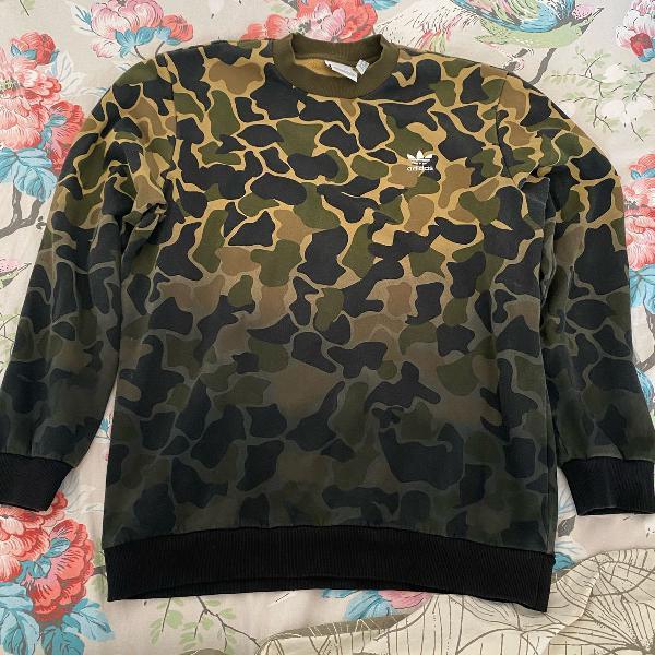 Blusa adidas camuflada tamanho g, comprada nos estados