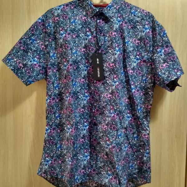 Camisa florida de botão manga curta