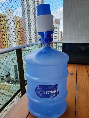 Garrafão + bomba manual de água