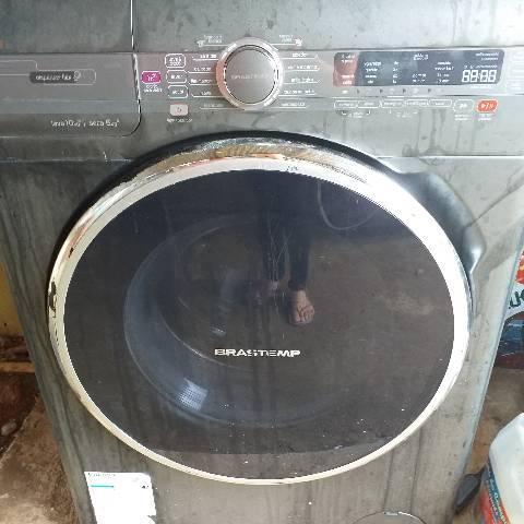 Máquina lava e seca com defeito