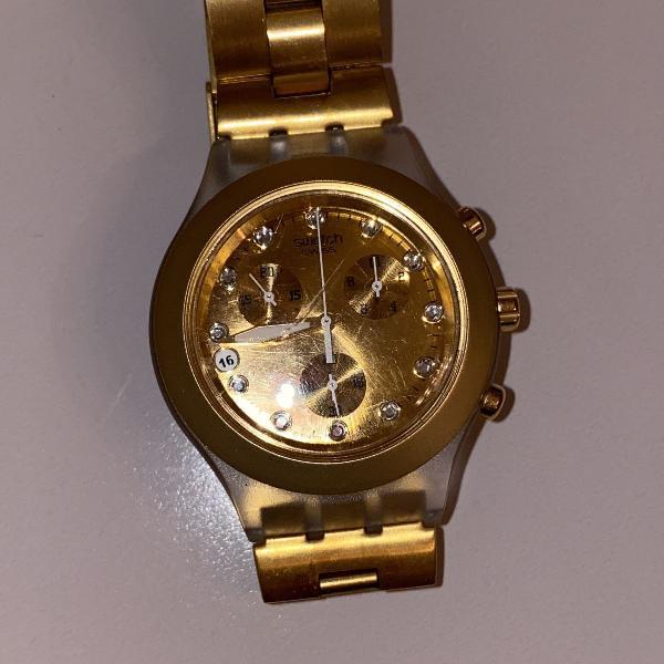 Relógio swatch dourado com cristais. sonho de consumo.