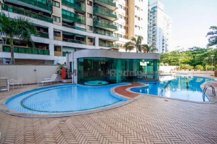 Apartamento no península, com 4 quartos