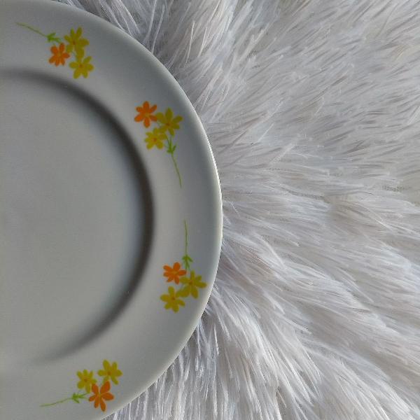 Prato para sobremesa, porcelana viva, para reposição.