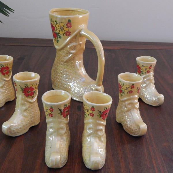 Conjunto antigo de porcelana em formato de bota