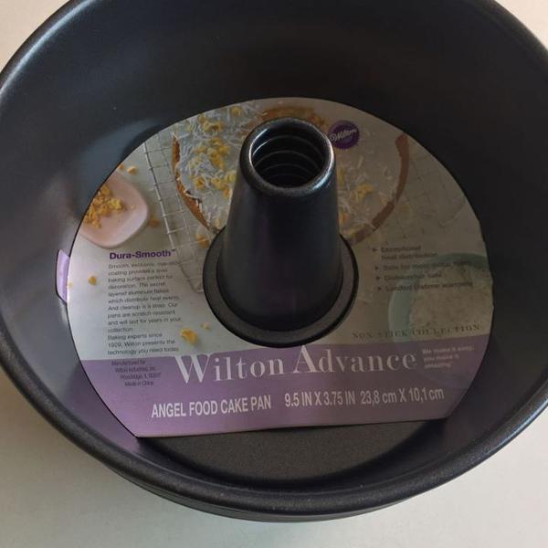 Forma para bolo chiffon wilton fundo removível.
