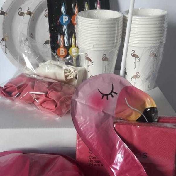 Kit descartáveis e decoração para festa - flamingo