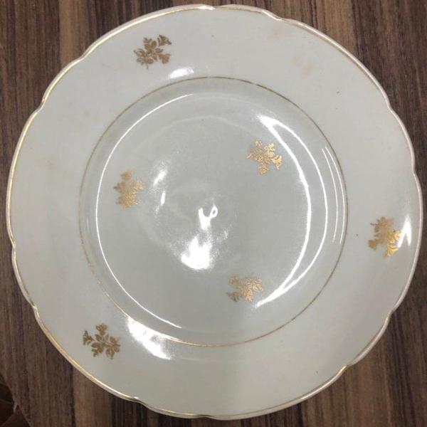 Prato colecionador porcelana antigo desenho em dourado -