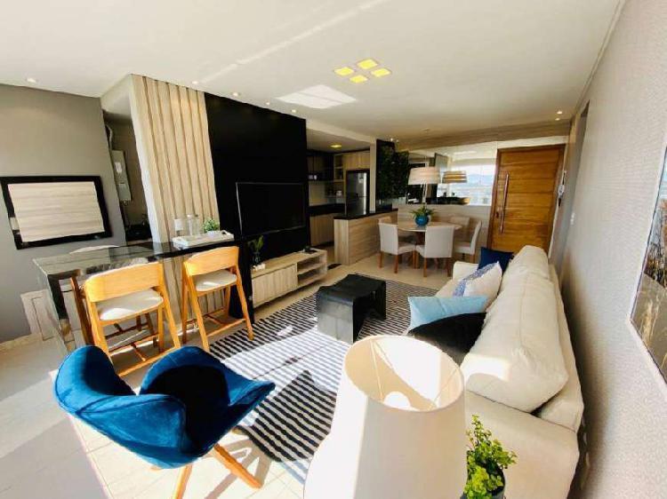 Apartamento totalmente mobiliado e decorado, gigantesco e no