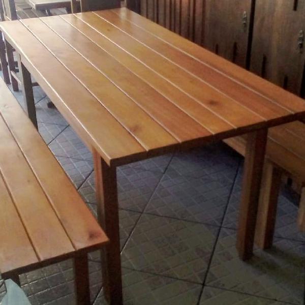 Linda mesa de madeira maciça rústica com bancos