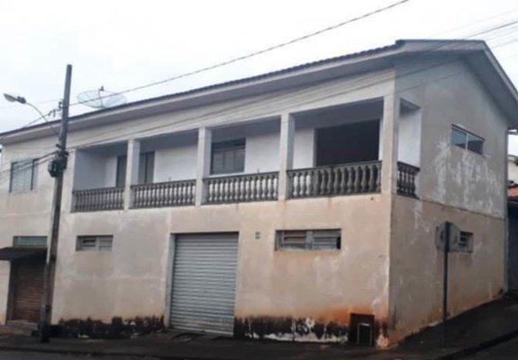 Prédio comercial + casa em juruaia -mg