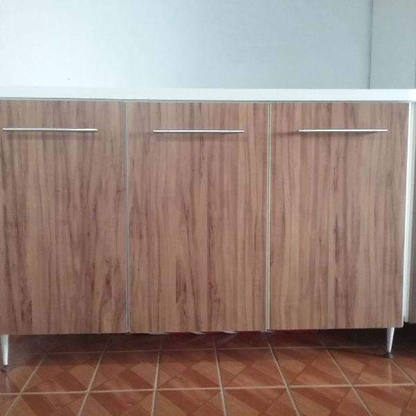 Armário três compartimentos: 2 gavetas e 1 armário