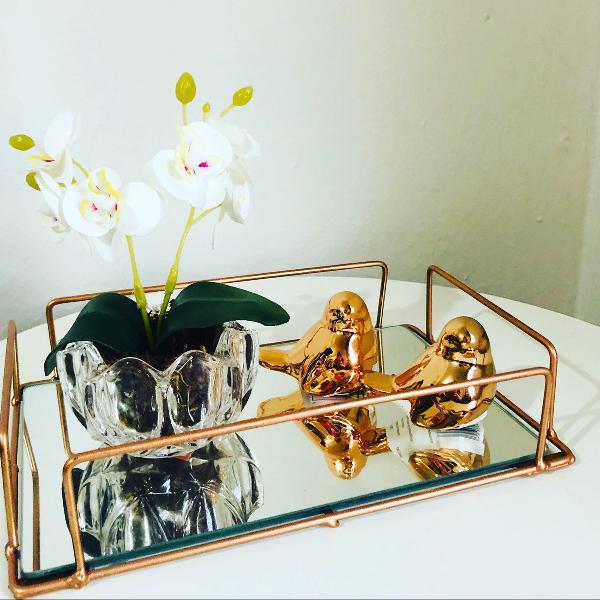 Bandeja rose gold, mini arranjo de orquídeas, casal de