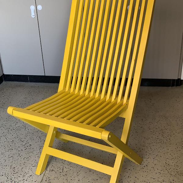 Cadeira em madeira maciça antiga