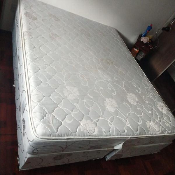 Cama box e colchão queen size