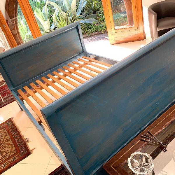 Cama de casal estilo rústica de madeira maciça