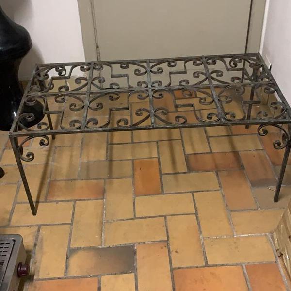 Mesa de centro de ferro com tampo de vidro