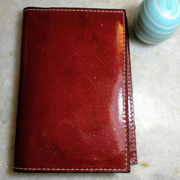 Porta passaporte em couro. um luxo