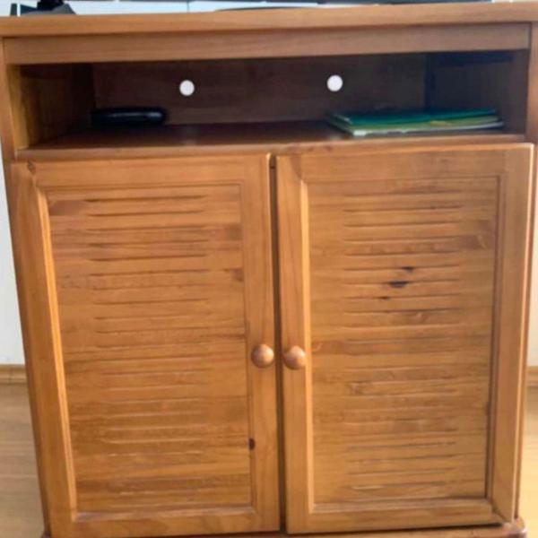 Rack / cômoda de madeira maciça em ótimo estado