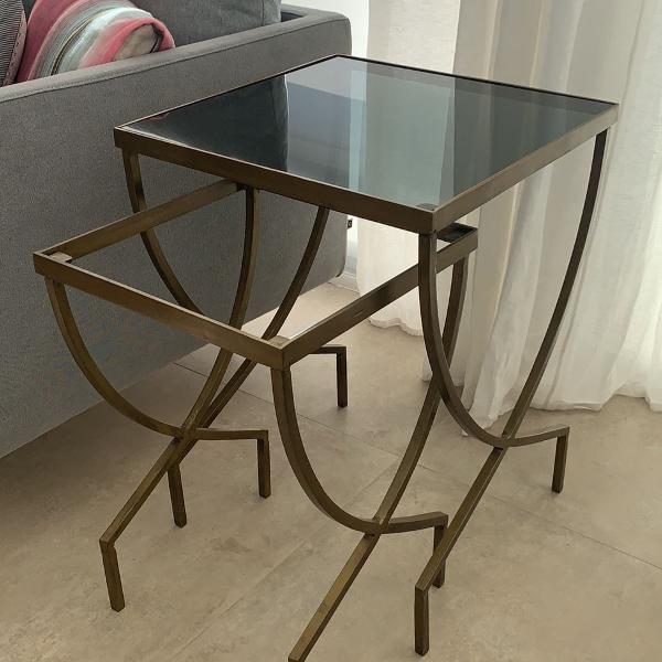 Set de mesas laterais em ferro com tampo de vidro