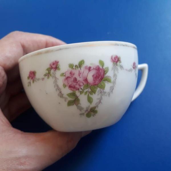 Xícara de chá porcelana decorada flores raridade