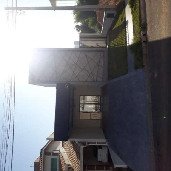 Casa de condomínio para venda tem 156 metros quadrados com
