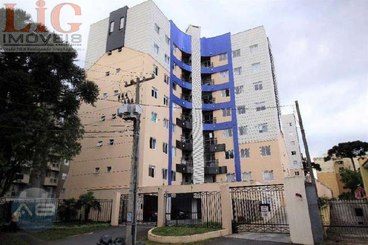 Apartamento semi-mobiliado desocupado tres dormitorios sendo