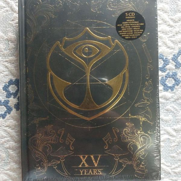 Box tomorrowland xv years 5 cd's (avicci , afrojack, tiesto)
